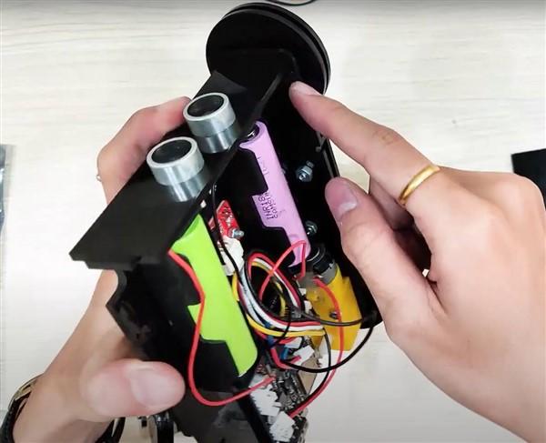 Lắp cảm biến siêu âm vào xe