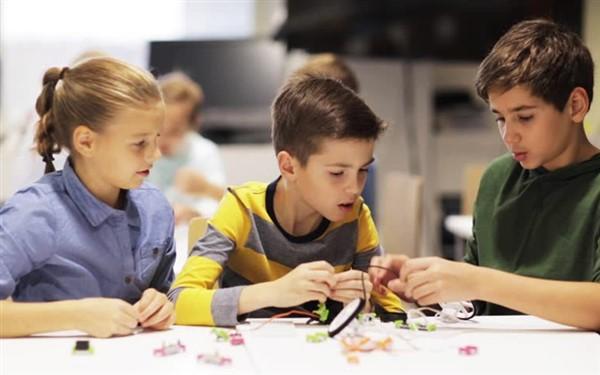 Lập trình robot giúp phát triển kỹ năng hoạt động nhóm