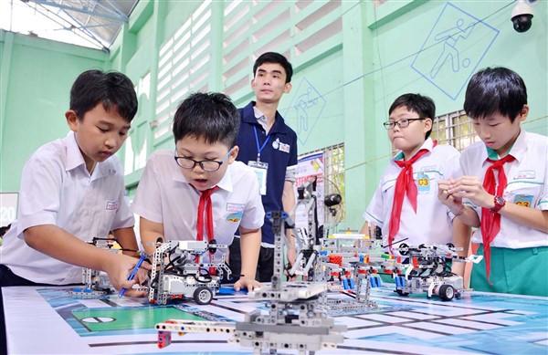 Học sinh làm quen với STEM