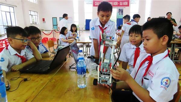 Học sinh tìm cách giải quyết vấn đề