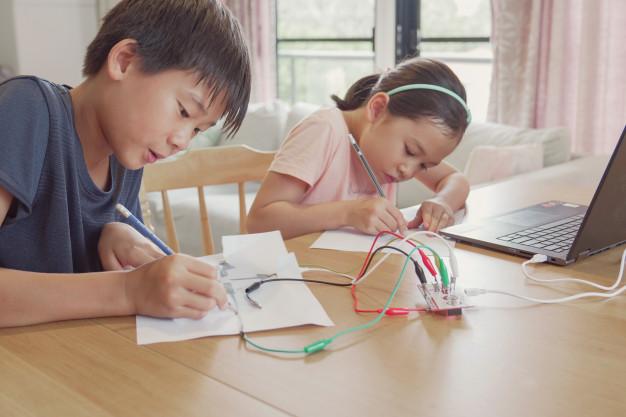 Tổ chức các buổi thí nghiệm STEM cho học sinh tiểu học