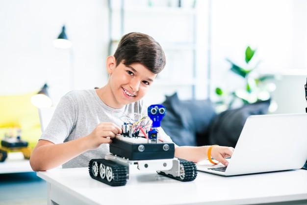 Nên cho trẻ tiếp xúc với robot từ sớm theo giáo trình STEM