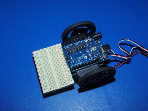 Gắn bánh xe vào robot arduino