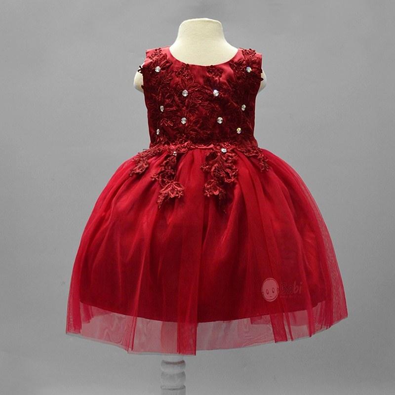 Trang trí quần áo mùa hè cho bé gái