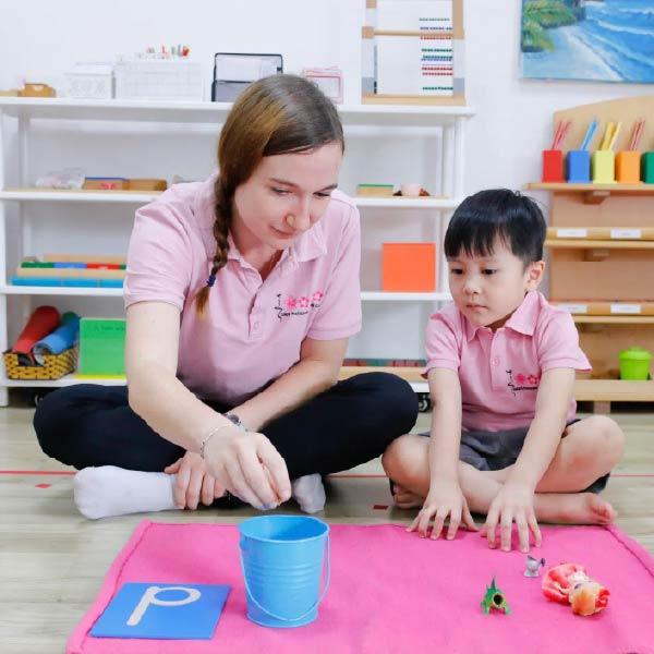Phương pháp Montessori cho trẻ