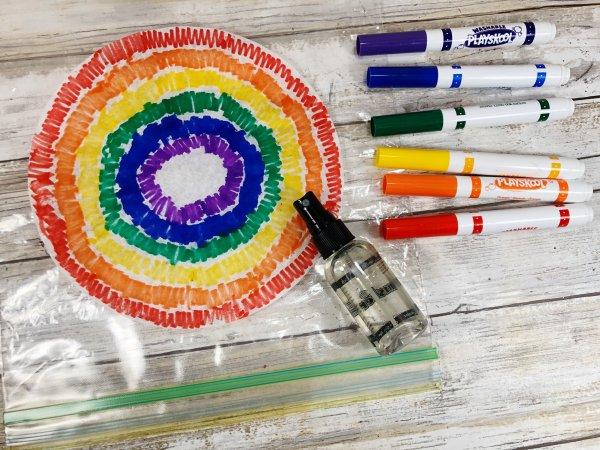 Làm phẳng các túi bộ lọc cà phê và vẽ màu