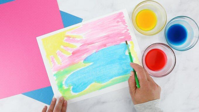 Dùng cọ để vẽ tranh - hoàn thành thí nghiệm STEM từ sơn baking soda