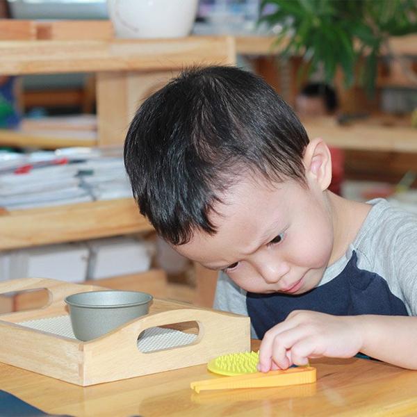 Dạy con thep phương pháp Montessori