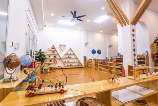 Day con bằng Phương pháp Montessori