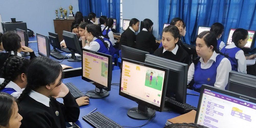 Máy tính có thể truy cập Internet trong phòng LAB