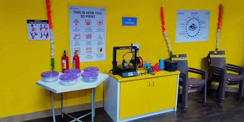 Máy in 3D trong phòng LAB STEM
