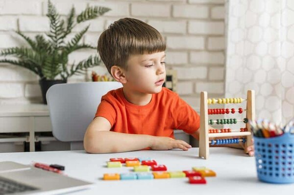 Bạn đã biết cách chọn đồ chơi cho bé trai 7 tuổi chưa?