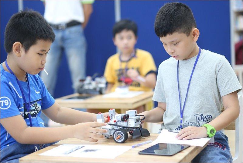 Đồ chơi STEM dành cho trẻ