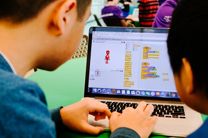 Màn hình giao diện của lập trình Scratch