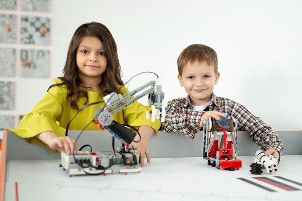 Bạn đã biết cách chọn đồ chơi cho bé trai 12 tuổi chưa?