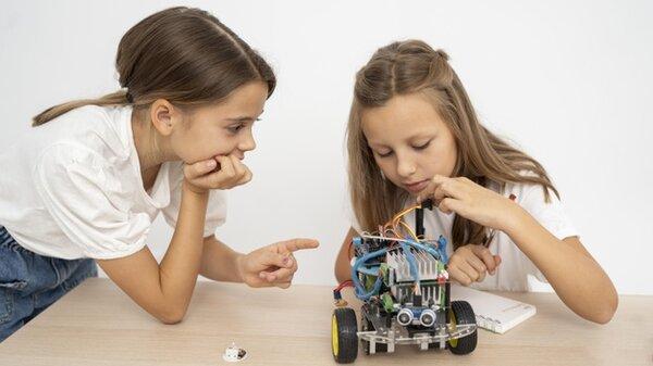 Học robotics trẻ được tự do sáng tạo