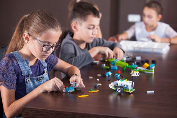 Lợi ích của đồ chơi STEM là gì?