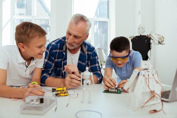 STEM robotics giúp gắn kết học sinh và giáo viên