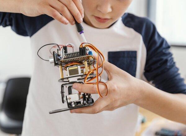 Sáng tạo với đam mê cùng STEM robotics