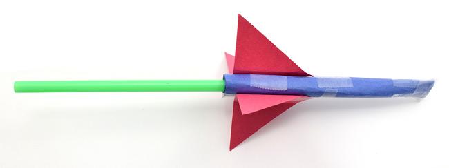 Hướng dẫn trẻ cách làm tên lửa bằng giấy
