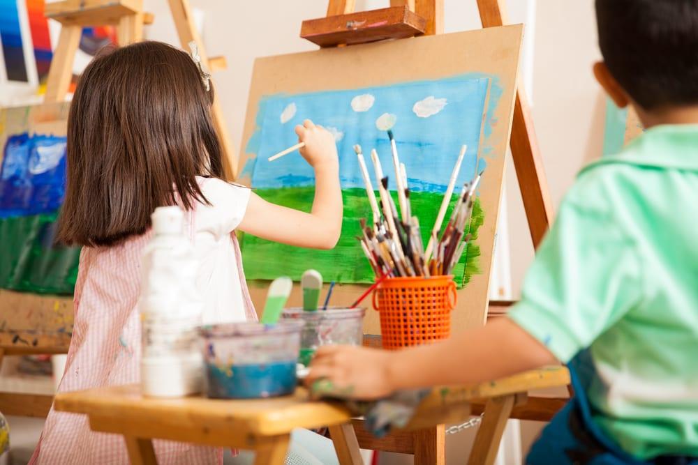 Nghỉ hè thì nên đi vẽ tranh chứ nhỉ!