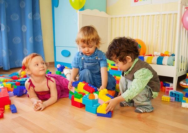 Đồ chơi giáo dục cho bé phụ huynh nên biết