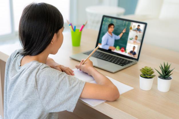 Học sinh và giáo viên - người dùng công nghệ 4.0 trong giáo dục