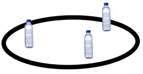 Cuộc thi robot đẩy ngã chai nước trong vòng tròn