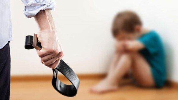 Dạy con sử dụng đòn roi làm các bé trở nên mặc cảm hơn với cuộc sống