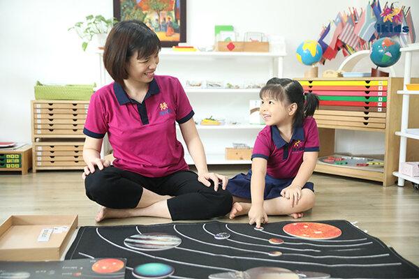 Phương pháp giáo dục sớm Montessori không áp đặt kiến thức quá nhiều vào trẻ
