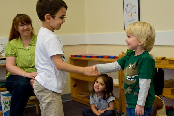 Dạy trẻ kỹ năng giao tiếp với bạn bè một cách hiệu quà