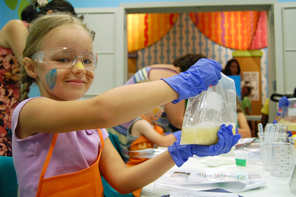 Thiết kế phòng thí nghiệm ở nơi có ánh sáng tốt để đảm bảo mà toàn cho bé