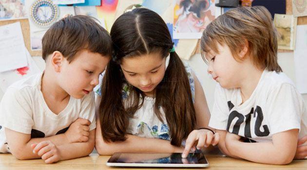 Các bé vui học cùng nhau trên phần mềm Scratch