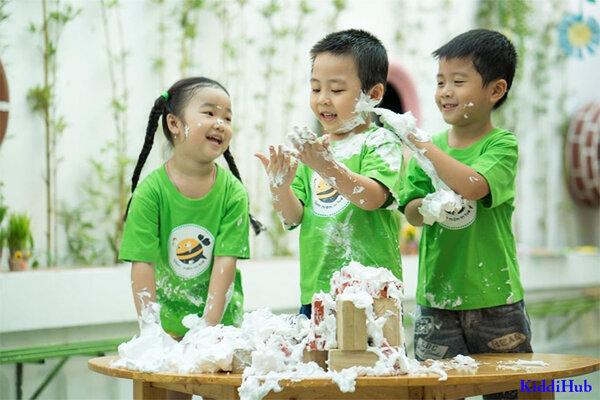Hoạt động vui chơi được đặt lên hàng đầu trong các phương pháp giáo dục sớm