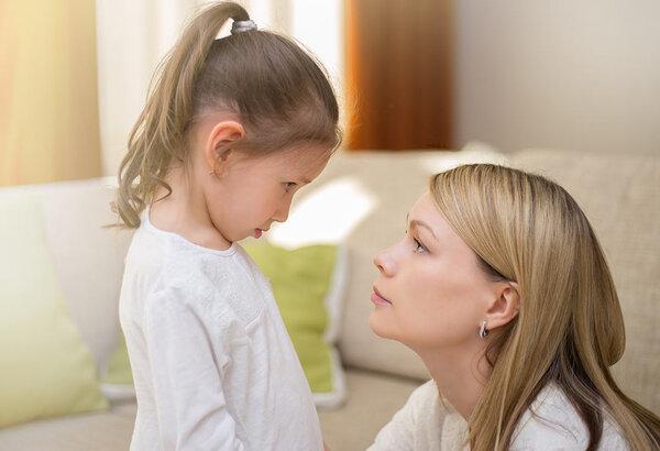 Dạy con không đòn roi giúp thu hẹp khoảng cách ba mẹ và con cái