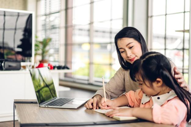 Tầm quan trọng của cha mẹ trong việc áp dụng phương pháp Montessori tại nhà