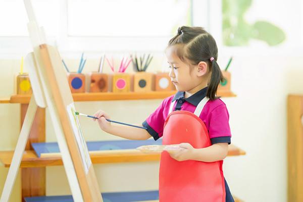 Lớp học Montessori tại nhà giúp trẻ tự do sáng tạo