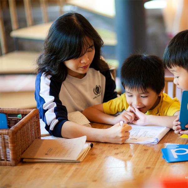 Phương pháp giáo dục sớm Montessori nhấn mạnh tầm quan trọng của cha mẹ trong giáo dục