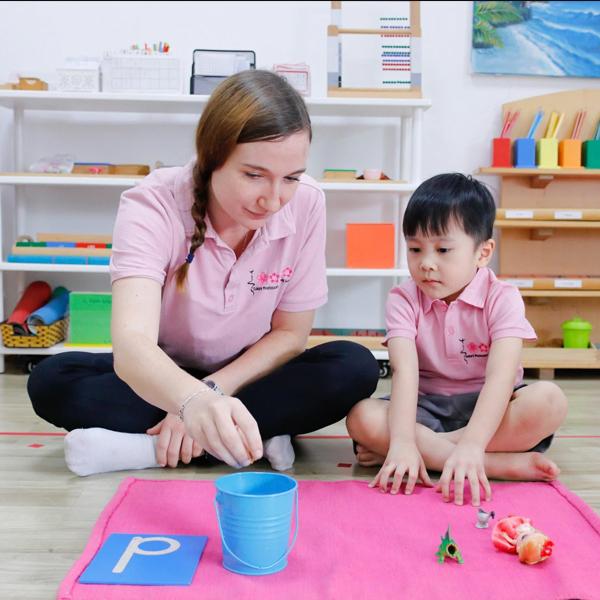 Cách giáo dục Montessori cho bé